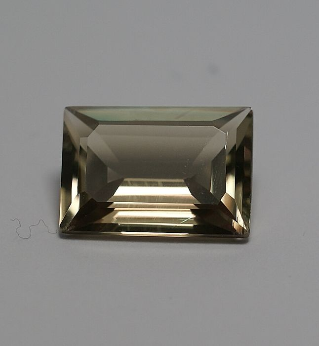 Diaspor , color change   9.02 ct