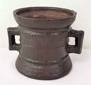 A heavy cast iron mortar - 4 kg - 19th century
