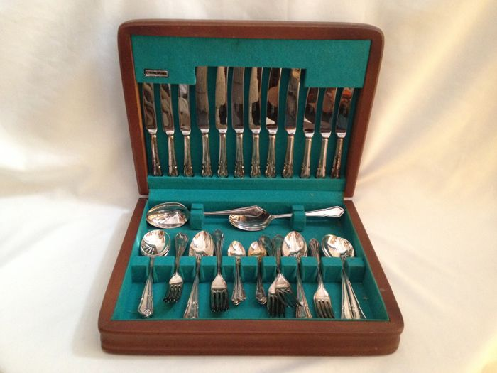 38 Piece Osborne Silver Plated Cutlery in Original Box for 6 person