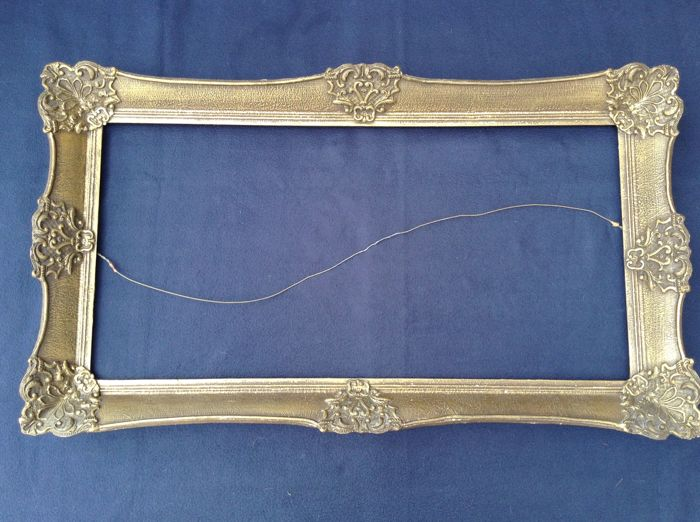 Classic gold-coloured wooden frame