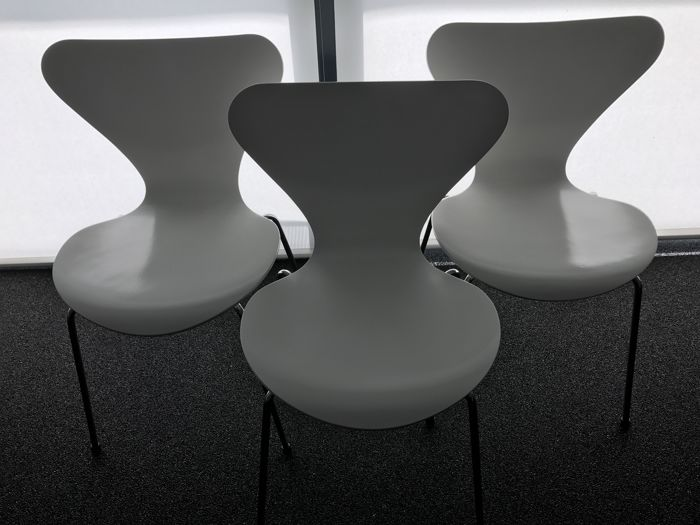 Arne Jacobsen for Fritz Hansen - Three white butterfly chairs - Series 7