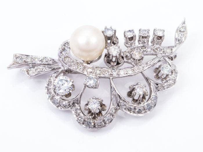 2.00 ct - Diamonds & pearl hanger/broche - 0.35 Ct main stone. -  **No Reserve price**