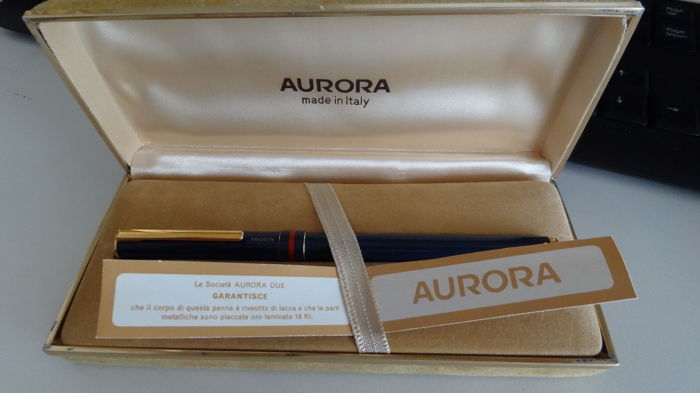 Aurora fountain pen with 18 k nib
