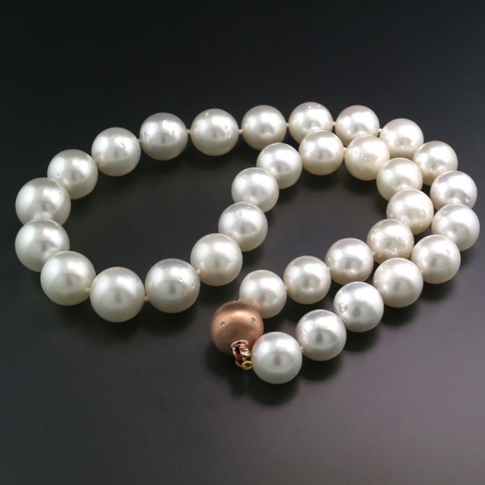 Noble South Sea pearl necklace white, 12.1 to 14.8 mm, bead clasp made of 750 rose gold --- NO reserve price ---