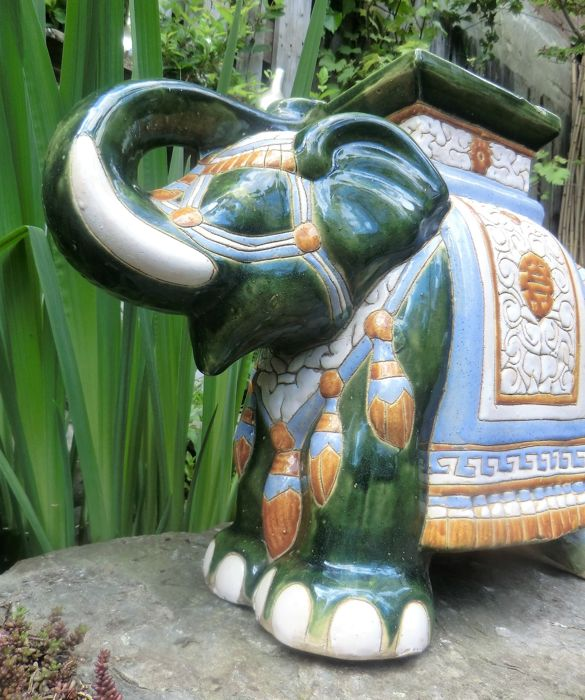 "Grote majolica olifant ""garden chair""  thee tafel / plantentafel"