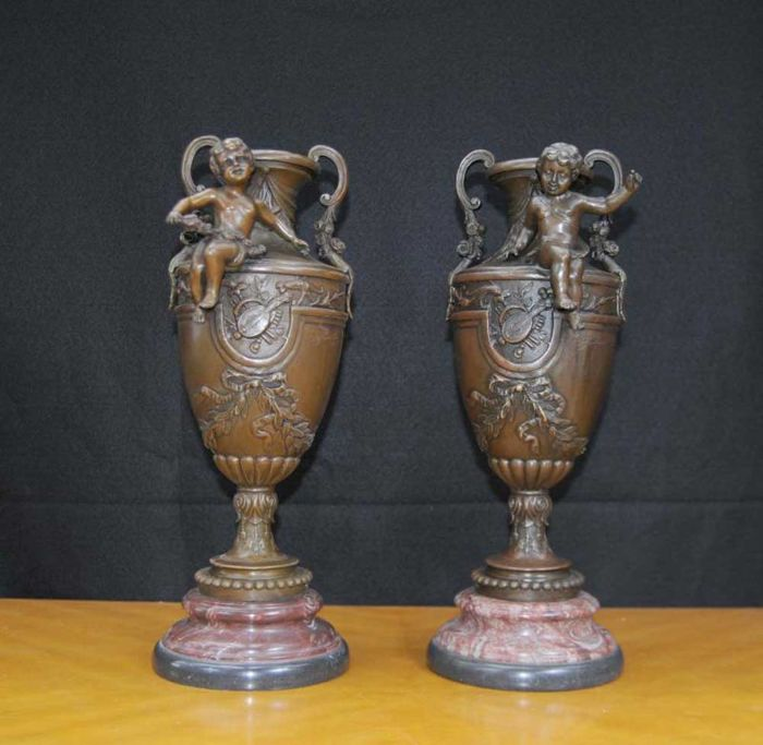 Pair of amphora shaped vases in bronze, with depiction of cherubs and musical instruments - signed by S. Fondeurs - France, 20th century