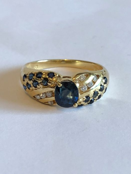 18K Yellow Gold Solitaire Ring 3.2 g. set with 0.78 ct. Sapphire and 0.08 Diamond 7 US