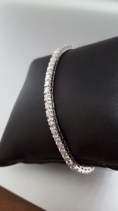 Tennis bracelet in 18 kt white gold with 105 brilliants of 1.05 ct, E/F VVS/VS