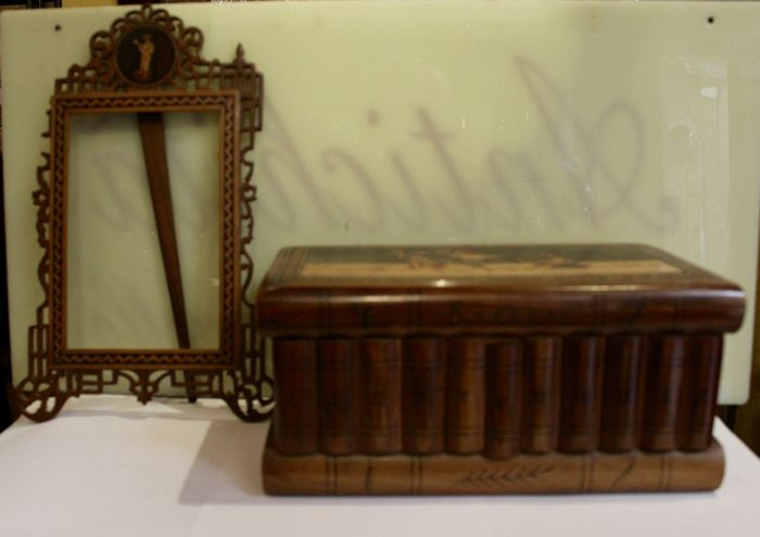 Two beautiful objects of Sorrento, casket and tabletop frame, 19th c.