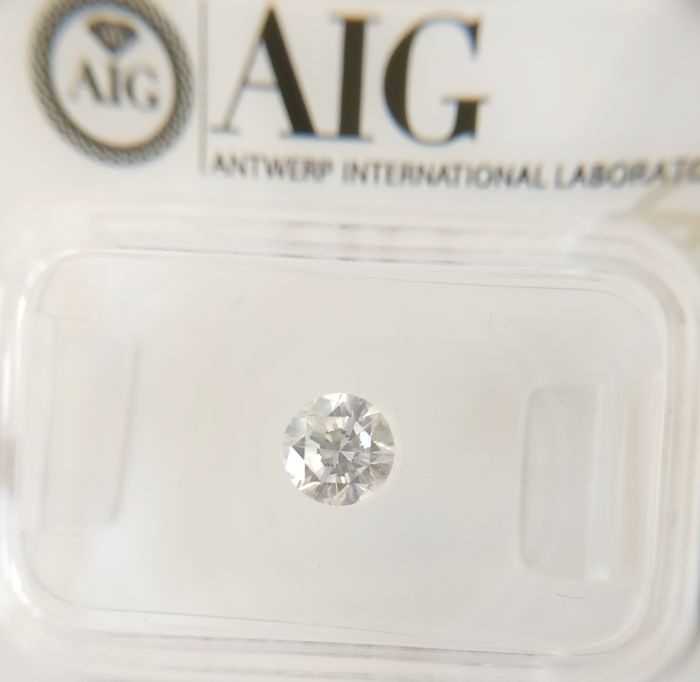 0.50 ct Round cut diamond D IF