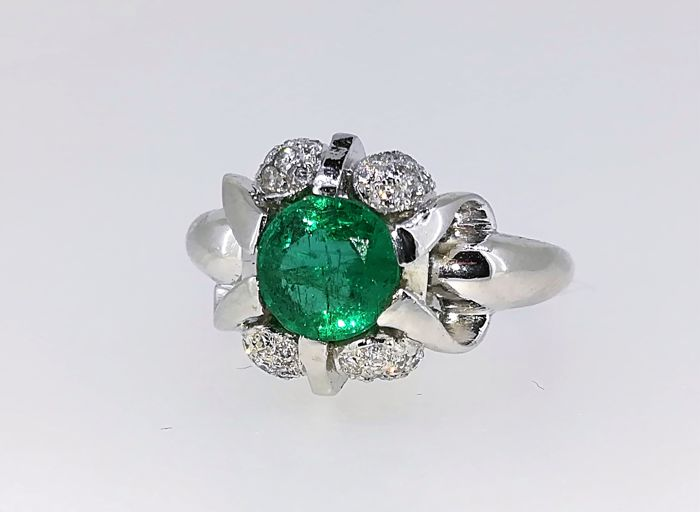 Ring with top quality emerald, platinum and diamonds G VS, 7.3 g, 1.85 ct, size 9