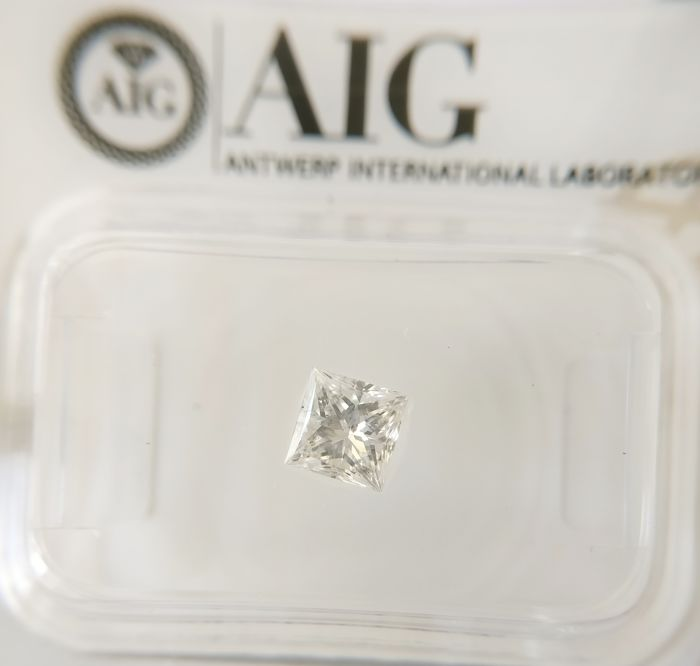 0.47 ct Princess cut diamond E SI2 ***No Reserve ***