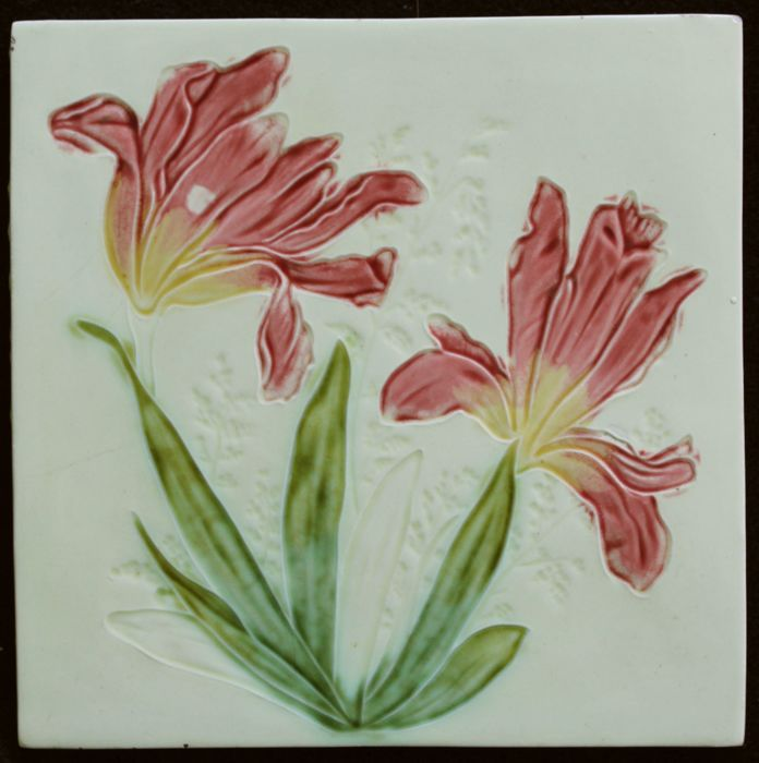 Georg Schmider - Art Nouveau tile with 2 pink and yellow flowers