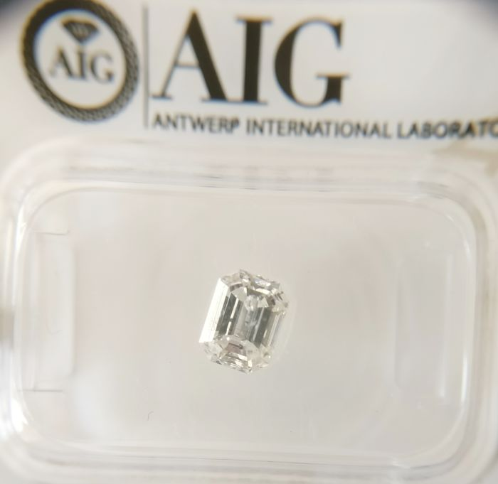 0.71 ct Emerald cut diamond E SI2