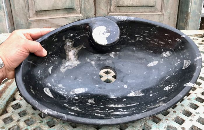 "Wash-bowl cut from ""Fossil Marble"" - 41,5 x 25,5 x 8,5 cm - 5,79 kg"
