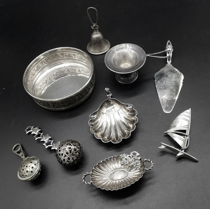 Lot of cast silver items - Italy, 20th century
