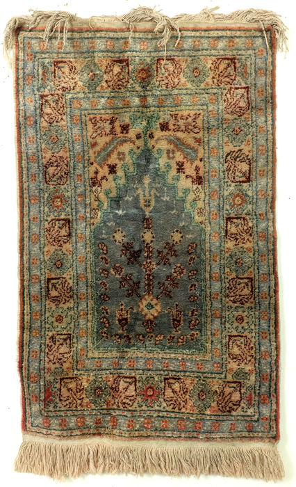 Silk prayer rug, 105 x 60 cm.