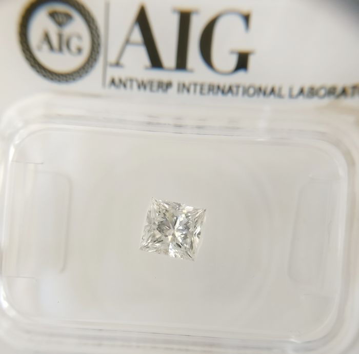 0.46 ct Princess cut diamond D SI3