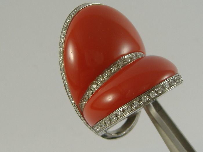 Staurino - 18 kt. - Ring - 30.00 ct coral - Diamond