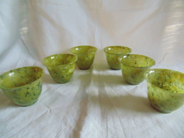 Six bowls with green serpentine in beautiful shades, China, Guangzhou - leate 20th century