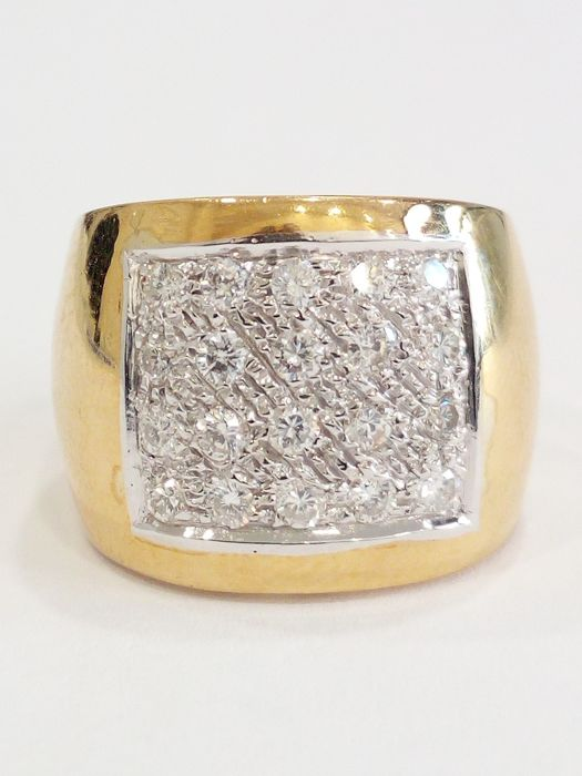 Made in Italy, 750/18 kt yellow gold ring with 0.90 ct diamonds / size 12.5 mm