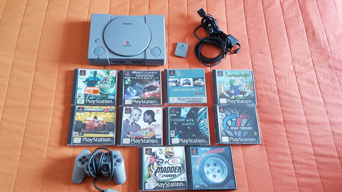 PS1 - Playstation 1 + controller + 10 games and memory card