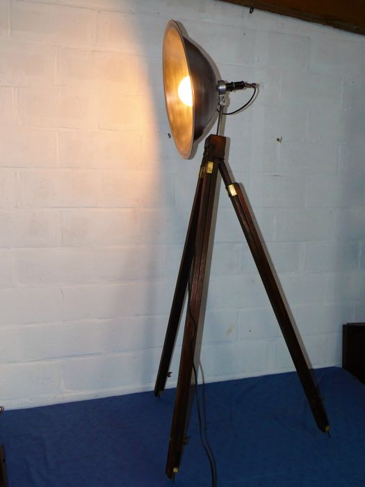 brand new 39bf8 277a8 Industrial tripod lamp, adjustable height - Catawiki
