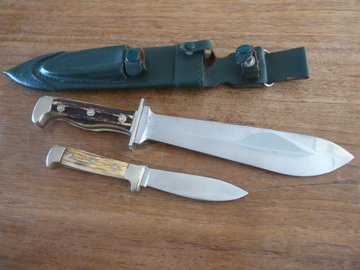 Set of hunting knives