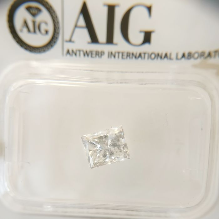 1.01 ct Princess cut diamond D VS1