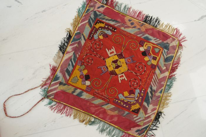 Lakai Embroidery, Uzbekistan  around 1910, ca. 68 x 65 cm