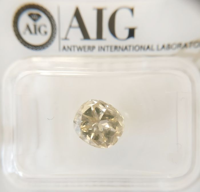 2.02 ct Cushion cut diamond Fancy Light Brownish Yellow SI1