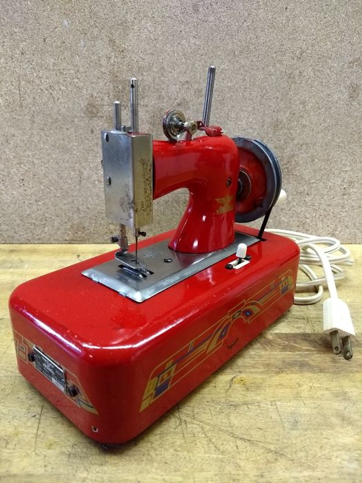 A German Casige 2015 toy sewing machine, 1950s
