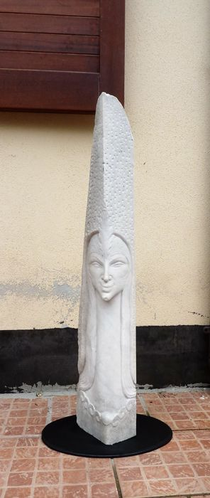 Large sculpture made of white Carrara marble (97 cm) - face of water muse - England - 20th century