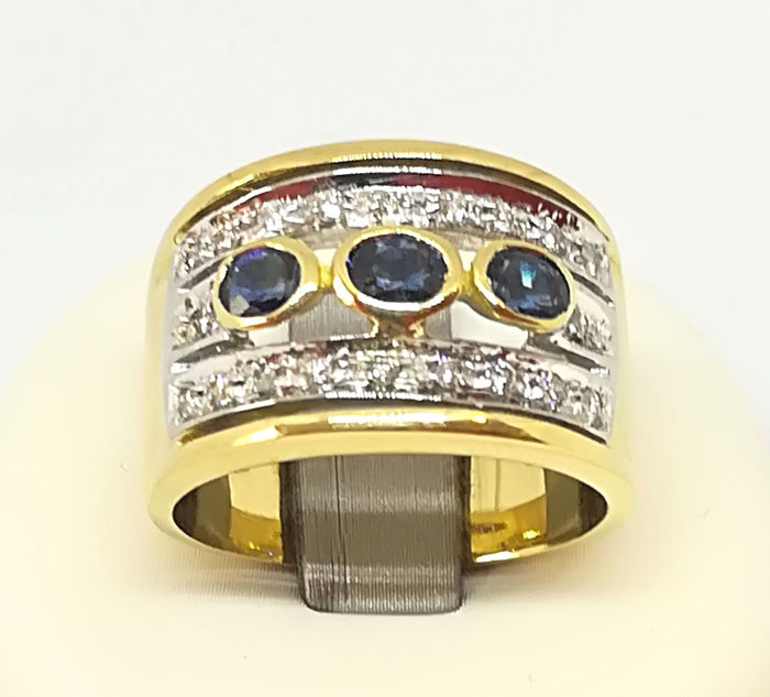 18 kt Yellow and White Gold shank Ring with 0.60 ct of Sapphires and 0.10 ct of Diamonds, Size 15.5, Weight 11.39 g
