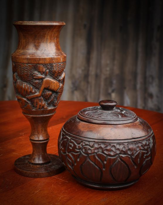 2 African items carved in wood (ebony)