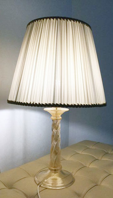 Archimede Seguso - Table lamp with twisted column in gold leaf and vintage lampshade (73 cm)