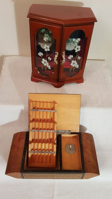Two beautiful music boxes: a jewellery box and a cigarette case - 20th century