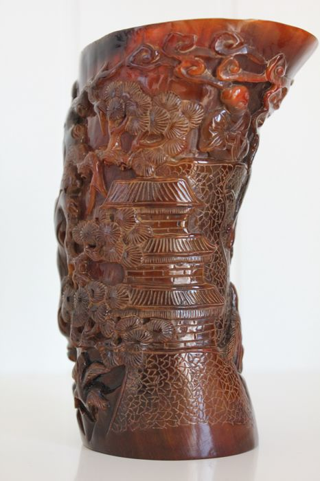 Chinese cup in carved horn - late 20th C