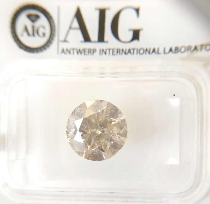 2.65 ct Round cut diamond Fancy Light Yellowish Brown SI2