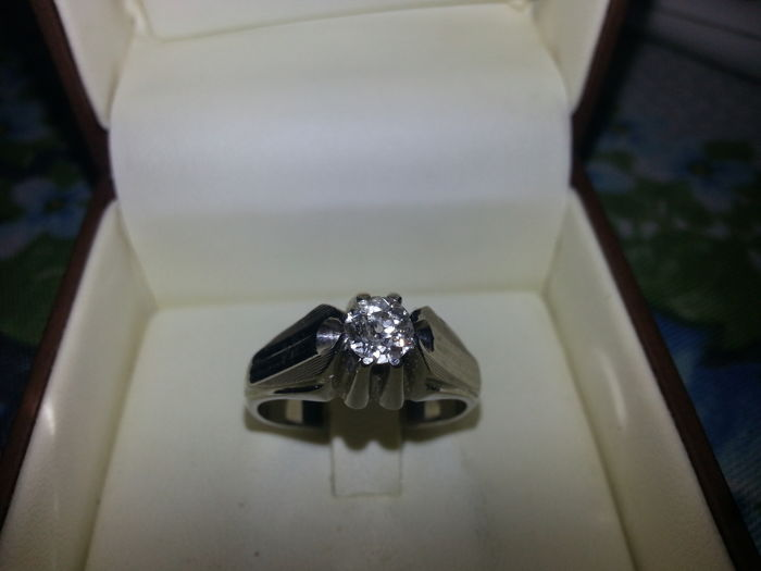 Solitaire ring with diamond, antique cut in white gold 18 kt  Mount setting changed in 1970