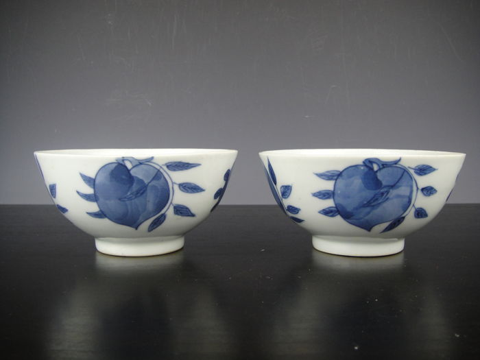 Pair of porcelain bowls - China - 19th century