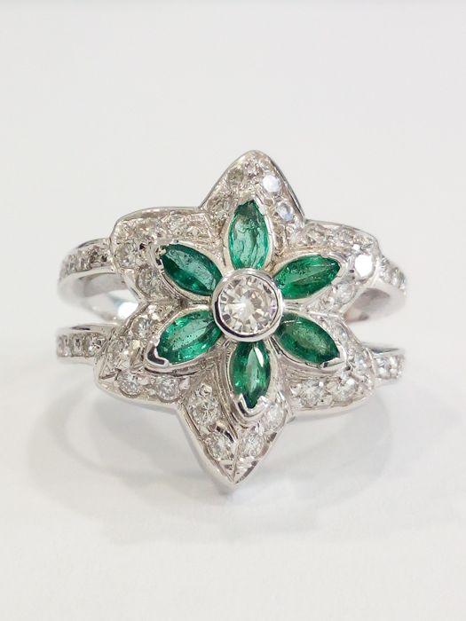 Made in Italy, 18 kt white gold ring, diamonds and emeralds, size: 14 mm