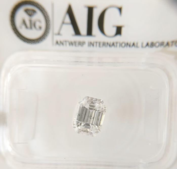 1.00 ct Emerald cut diamond D SI3