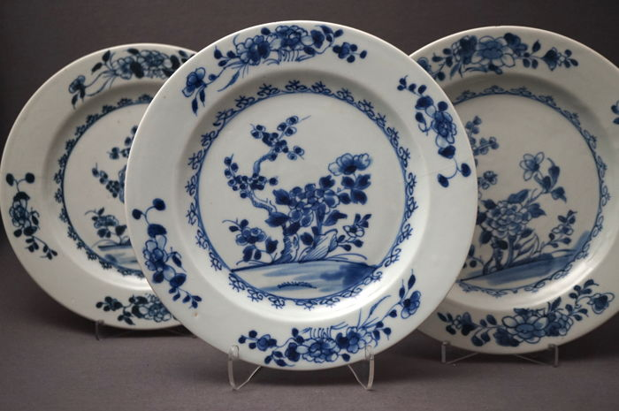 Series of plates with a décor of blossom branches and peonies on a rock formation - China - 18th century