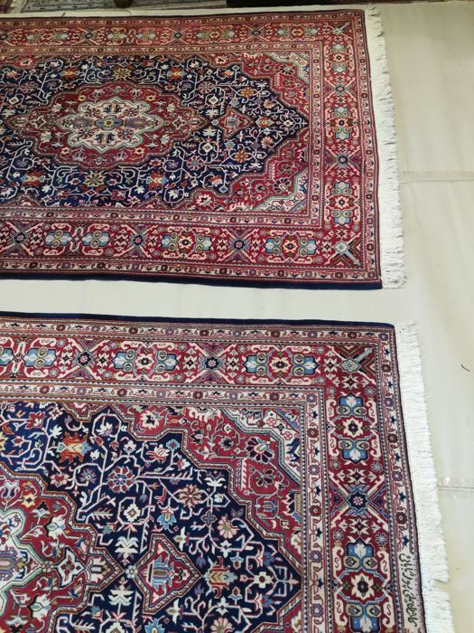 Pair of Kashan rugs, size: 213 x 141 and 212 x 138