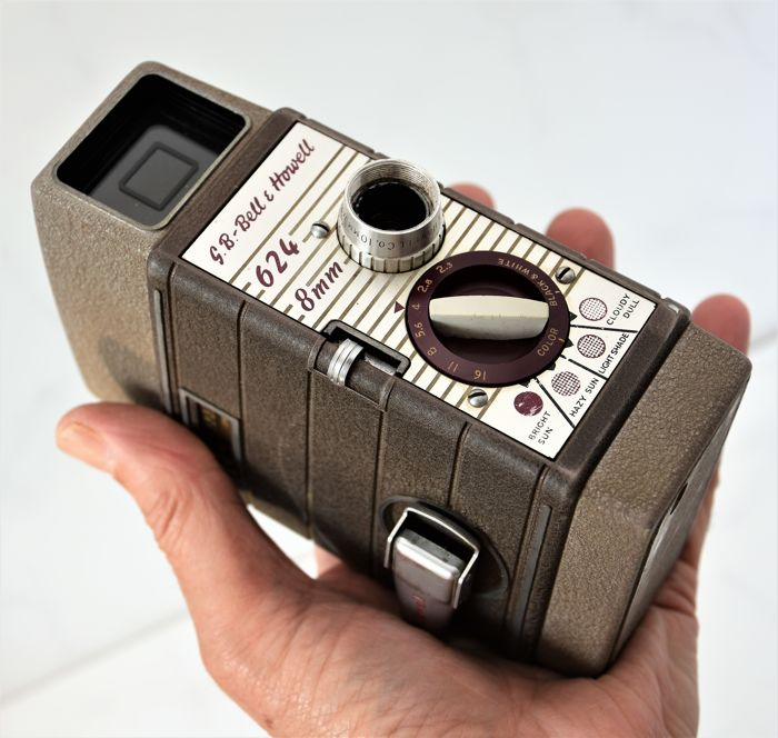 1957   BELL & HOWELL   '624'   8mm Cine/Movie Camera.