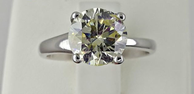 2.28 ct round diamond ring made of 18 kt white gold - size 7