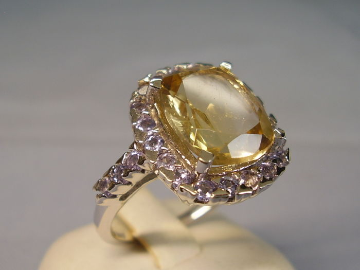 Elegant cocktail ring with faceted citrine in antique cut of 7 ct and tanzanite entourage