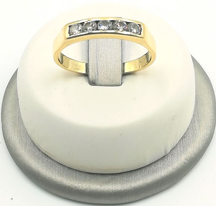 Engagement ring in 18 kt yellow gold with brilliant cut diamonds for 0.30 ct, colour G/VS, size 19, total weight 4.01 g