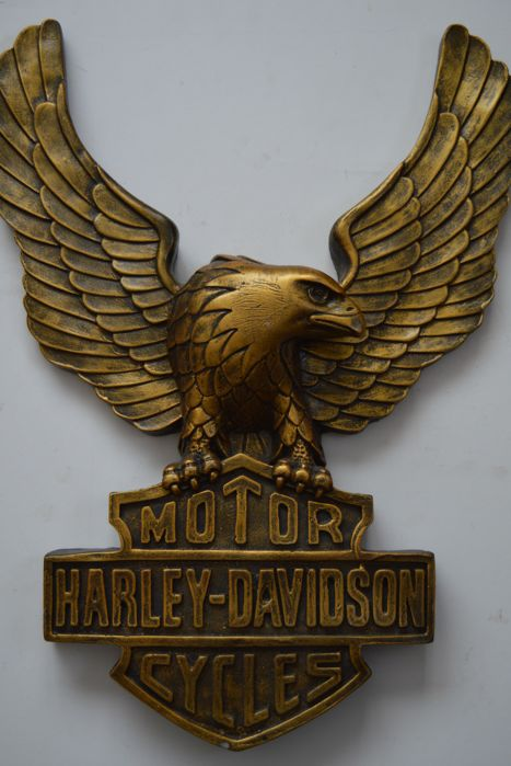 Harley Davidson, for on the wall. Sculpture and tin sign, vintage